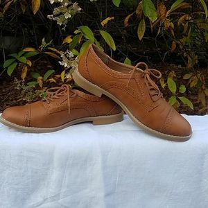 Gap tan oxford shoes